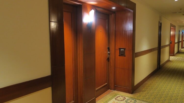 客室入口のドア
