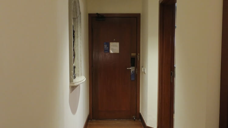 客室内のドア